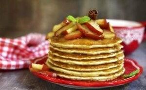 Des pancakes aux pommes.