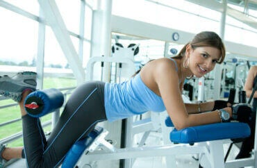 Problèmes de colonne vertébrale dus à une mauvaise posture en salle de sport