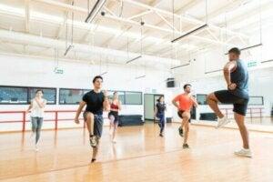 Un cours de sport.