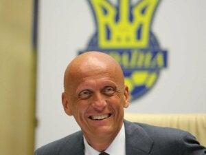 Pierluigi Collina lors d'un entretien.