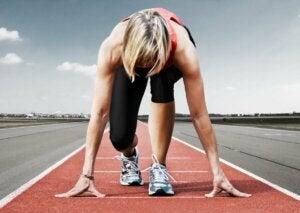 Le départ de course en athlétisme.