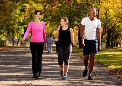 La pratique sportive aide à avoir un poids idéal pour chaque âge.