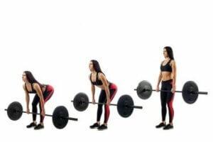 Une femme qui fait un exercice avec une barre.