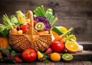 Un panier de fruits.