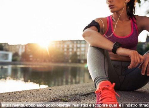 Atleta seduta al tramonto