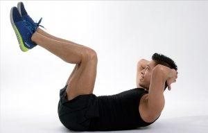 Addominali con sollevamento delle gambe
