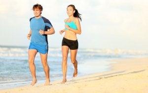 Correre a piedi nudi