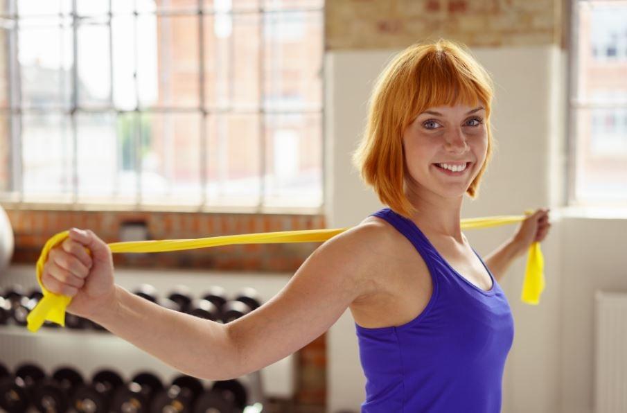 7 esercizi per le spalle con la benda elastica