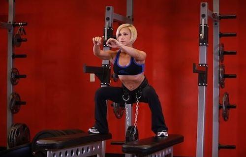 gli squat sono tra i migliori esercizi per le gambe