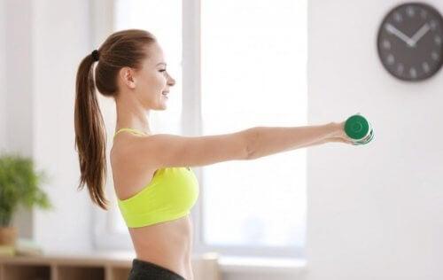 Esercizi con i pesi da fare a casa