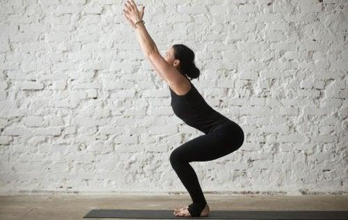 4 posizioni yoga estremamente benefiche che quasi nessuno utilizza