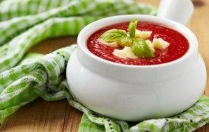 Zuppa di pomodoro e formaggio: ricette con il formaggio