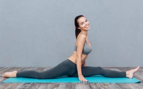 Posizioni yoga per dimagrire e snellire cosce e addome