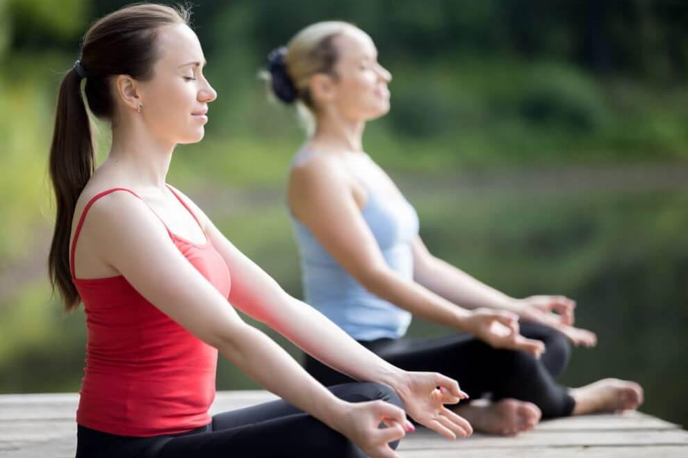 Praticare yoga aiuta a sentirsi pieni di energie