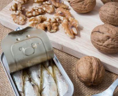 Insalata con noci e sardine ricca di Omega 3