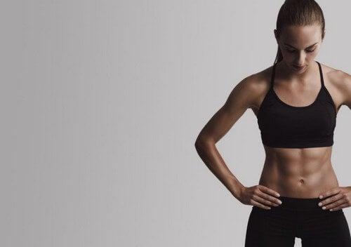 Combinazione di cardio e resistenza per il vostro six-pack