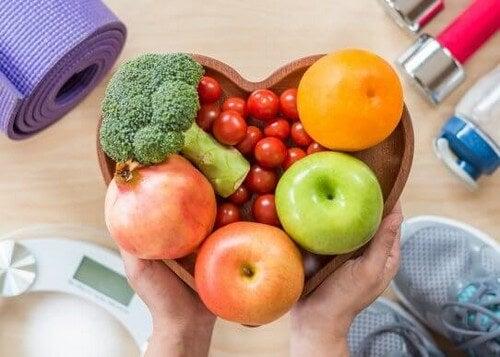 Allenarsi duramente ma mangiare male: si può?