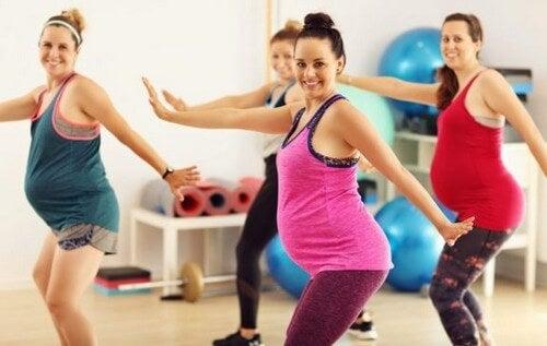 Allenarsi in gravidanza: ecco alcuni esercizi adatti