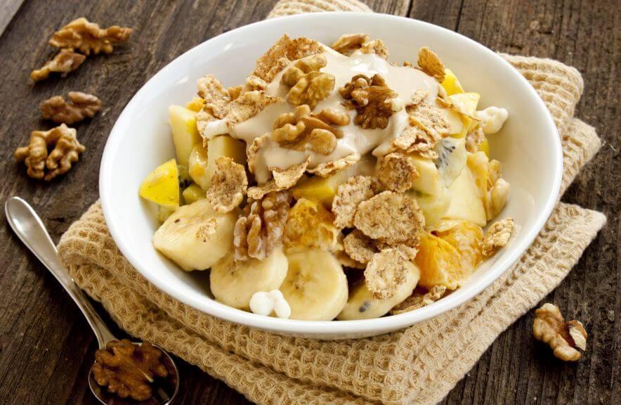 Una delle colazioni a base du frutta con noci