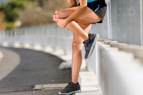 4 esercizi per ridurre i dolori alle ginocchia