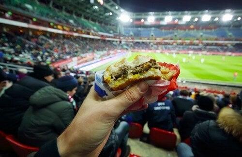 Possono proibire l'ingresso del cibo negli eventi sportivi?