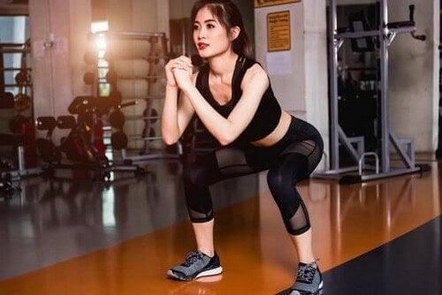 Come eseguire gli air squat