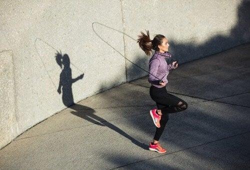 Saltare la corda: un esercizio cardio completo