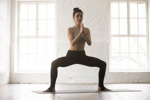 4 esercizi di stretching per alleviare il dolore all'inguine