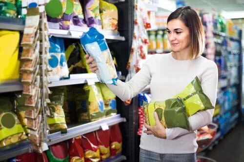 Perché continuiamo a consumare prodotti ultra elaborati?