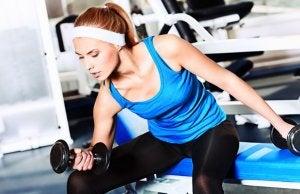 sollevamento pesi per evitare problemi muscolari