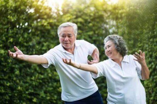 Perché si pratica il tai chi per migliorare l'equilibrio?