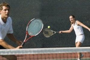 il tennis per tonificare i muscoli delle braccia