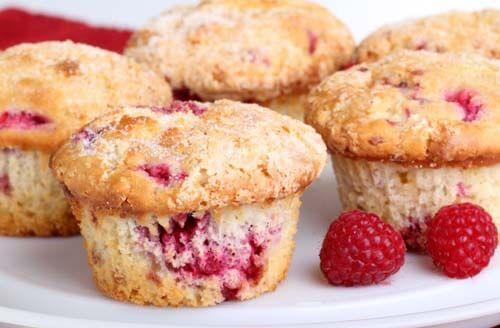 Alcuni muffin alla frutta rossa