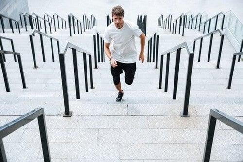 Allenamento avanzato sulle scale: velocità e potenza