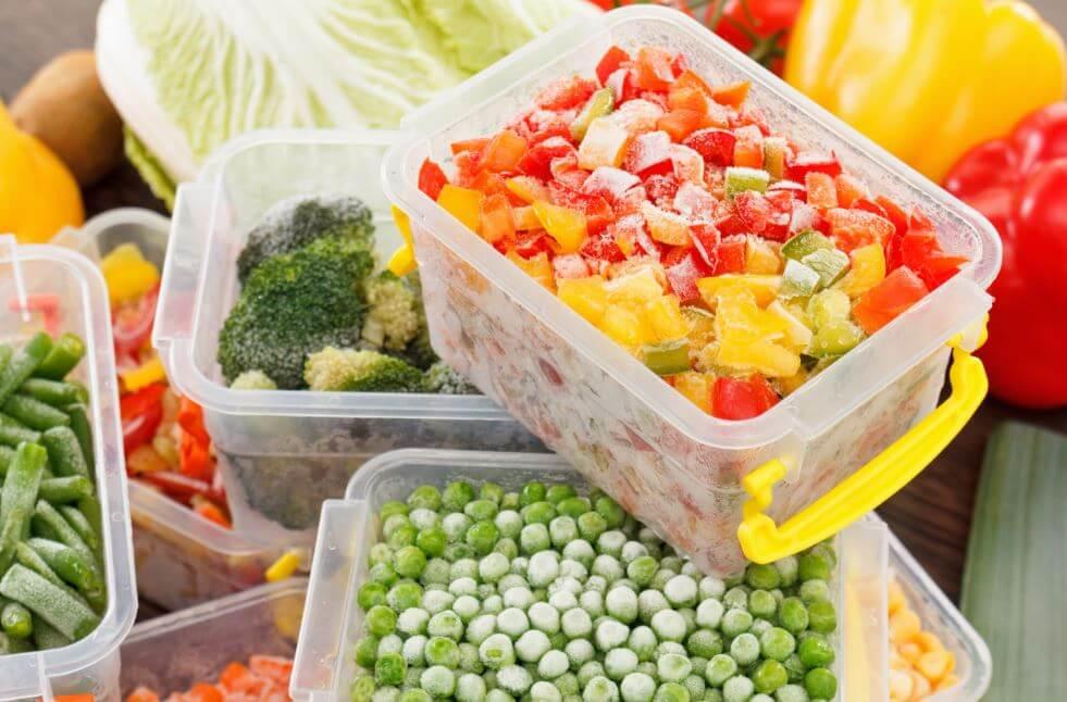 congelare gli alimenti per evitare sprechi e fare una alimentazione sostenibile