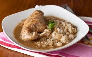 piatto di riso con coniglio