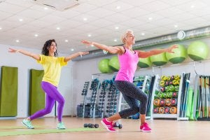 donne che ballano in palestra