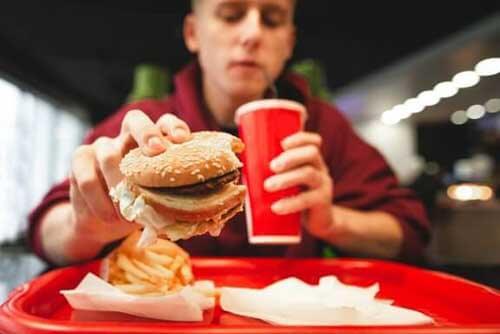 6 alimenti da evitare per mantenervi in forma