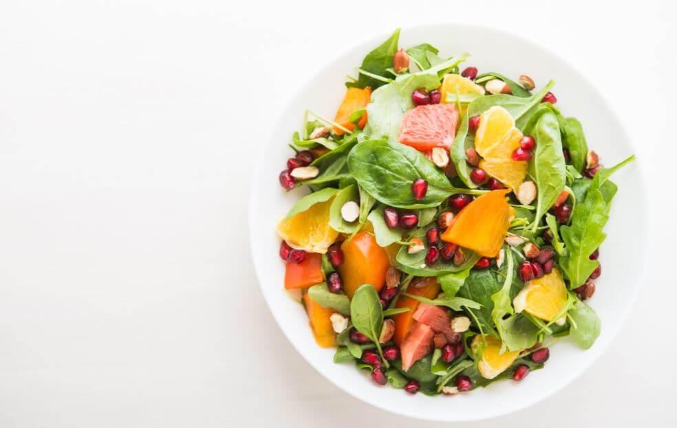 insalata di, rucola, spinaci, melograno, arancia e pompelmo