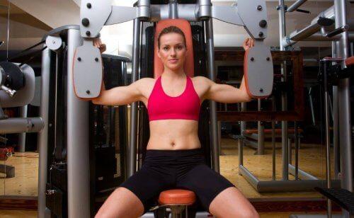 Macchine o corpo libero con i pesi, qual è l'opzione migliore?