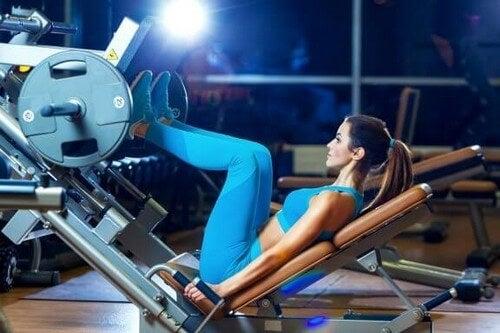 Cosa è una routine busto-gambe?
