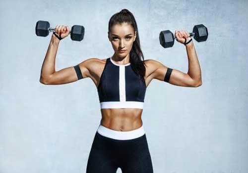 5 esercizi per eliminare le braccia flaccide