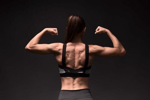 Esercizi per rafforzare i muscoli romboidi