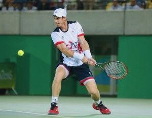Andy Murray fa un rovescio