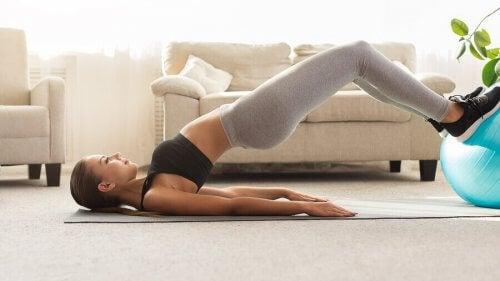 Esercizi per i muscoli ischiocrurali per principianti