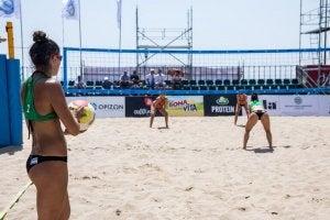 Partita di beach volley.