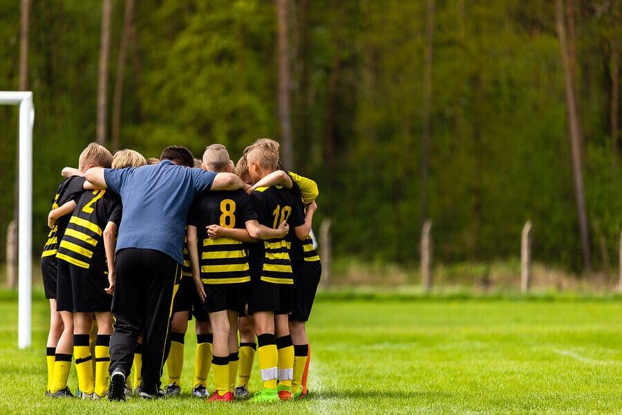 Squadra di calcio che decide la tattica da adottare