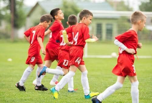 Bambini durante un allenamento di calcio giovanile