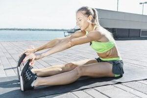 Stretching, utile per alleviare i dolori dopo aver fatto esercizio