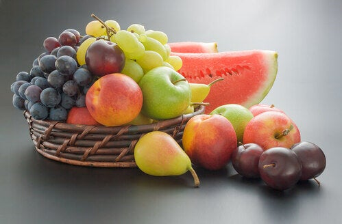 Mangiare frutta durante la quarantena